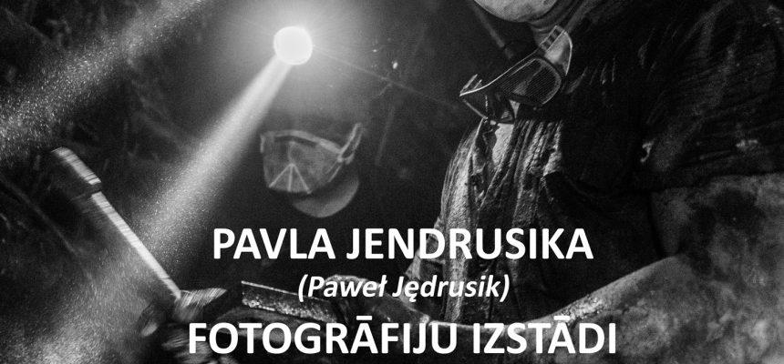 """Zaproszenie na otwarcie wystawy fotografii Pawła Jędrusika pt. """"Górnicy"""" oraz pokaz filmu pt. """"Barbórka"""""""